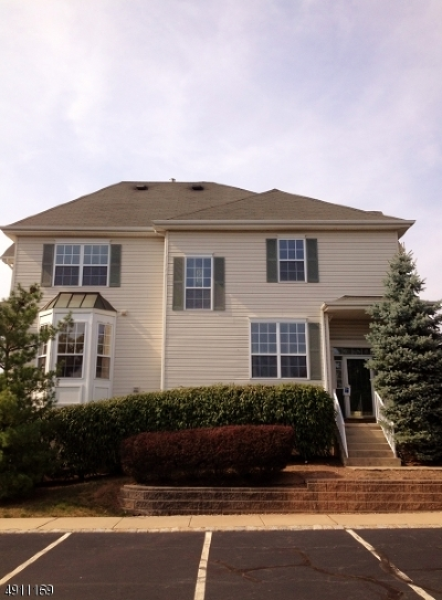 Raritan Twp. Condo/Townhouse For Sale: 4 Cummington Ln