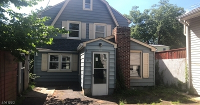 Single Family Home For Sale: 31 Grey Rock Ave