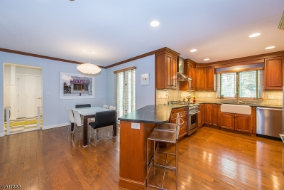 Wyckoff Twp. Single Family Home For Sale: 401 Carriage Ln