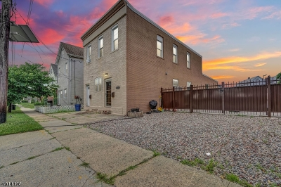 Linden City Multi Family Home For Sale: 3022 S Wood Ave