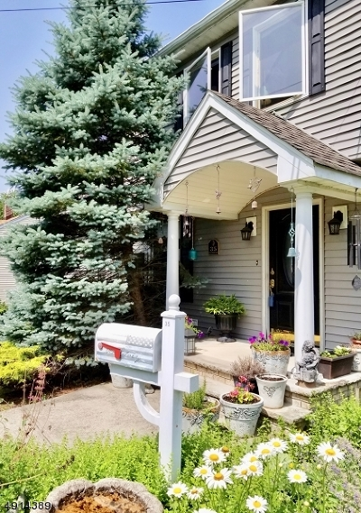 West Caldwell Twp. Single Family Home For Sale: 35 Beechwood Rd