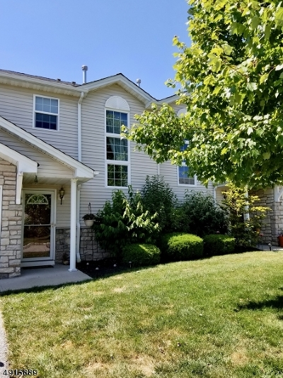 Hardyston Twp. Condo/Townhouse For Sale: 3 Crestmont Ct