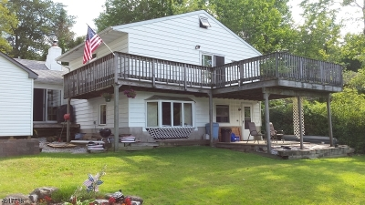 Vernon Twp. Single Family Home For Sale: 411 E Lakeshore Dr