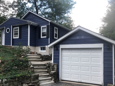 Byram Twp. Single Family Home For Sale: 44 Strawberry Dr