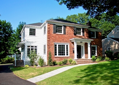 Maplewood Twp. Single Family Home For Sale: 2 Hickory Dr