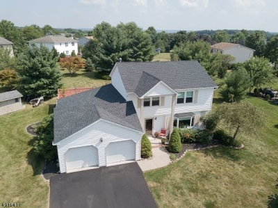 Raritan Twp. Single Family Home For Sale: 25 Londonderry Dr