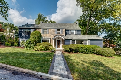 Maplewood Twp. Single Family Home For Sale: 3 Crestwood Dr