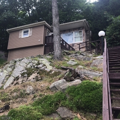 Hardyston Twp. Single Family Home For Sale: 26 W Shore Trl