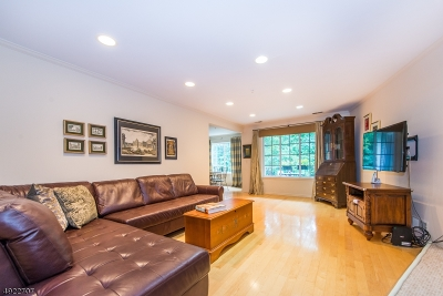 Chatham Twp. Condo/Townhouse For Sale: 195 Riveredge Dr