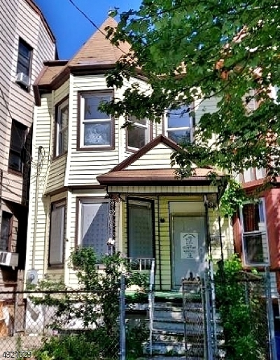 North Newark Single Family Home For Sale: 825 Ridge St