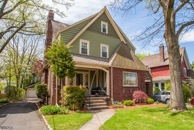 Maplewood Twp. Single Family Home For Sale: 19 Burroughs Way