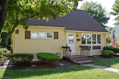 Dover Town Single Family Home For Sale: 122 Watson Dr