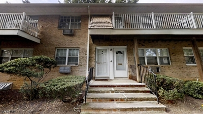 East Brunswick Twp. Condo/Townhouse For Sale: 363 Cranbury Rd C-18 #18
