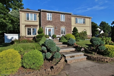 Edison Twp. Single Family Home For Sale: 1 Bennington Dr