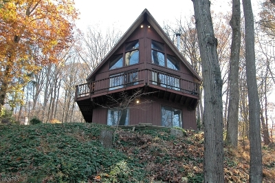 Byram Twp. Single Family Home For Sale: 521 East Shore Trail