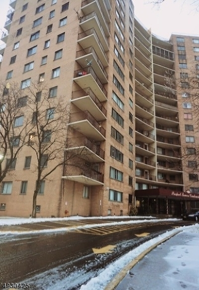 Essex County Condo/Townhouse For Sale: 275 Prospect St Unit 8a #8A