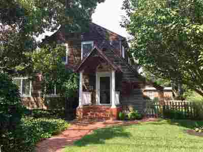 Single Family Home For Sale: 108 Hand Avenue