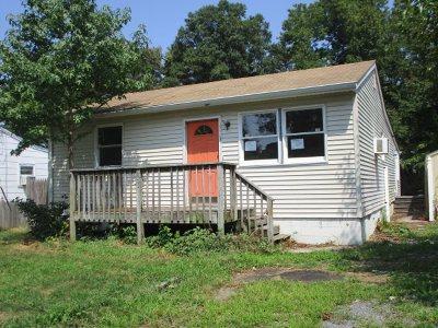 Villas Single Family Home For Sale: 705 Desoto Avenue
