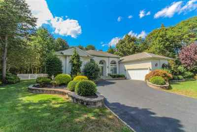Single Family Home Under Contract Con/Show: 11 Holly Knoll Drive