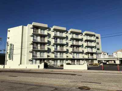 Wildwood Condo For Sale: 225 E Wildwood Avenue #320