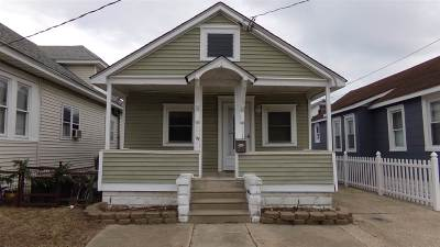 Wildwood Single Family Home For Sale: 233 W Maple Avenue