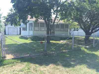 Single Family Home For Sale: 112 Texas Avenue