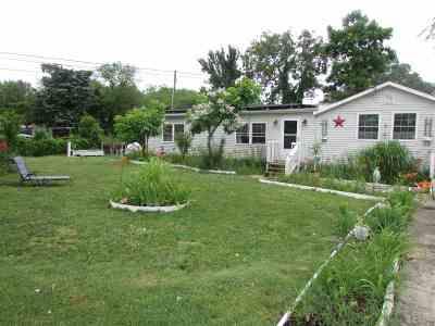 Single Family Home For Sale: 107 Desoto Avenue