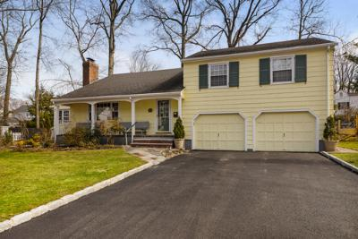 Single Family Home Sold: 565 Schuyler Way