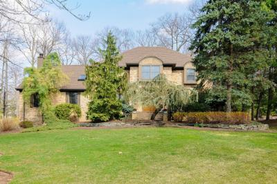 Single Family Home Sold: 19 Timber Dr