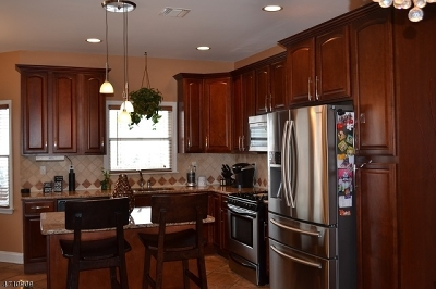 Woodbridge Twp. Single Family Home For Sale: 37 Mac Arthur St