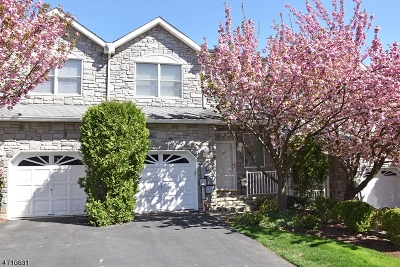 Parsippany Condo/Townhouse For Sale: 17 Springhill Dr