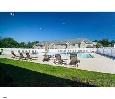 Piscataway Twp. Condo/Townhouse For Sale: 35 Masters Blvd #1735