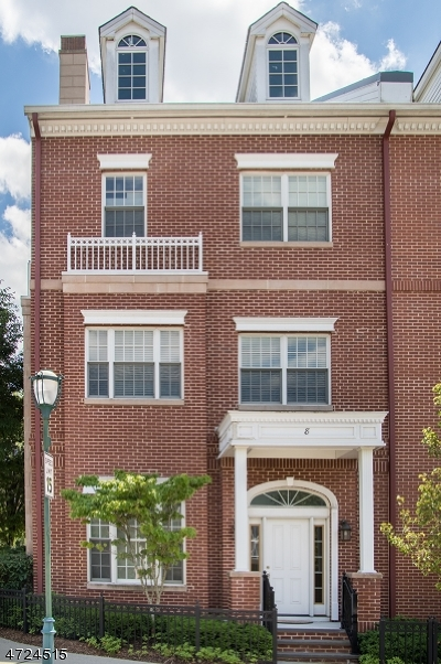 Livingston Twp. Condo/Townhouse For Sale: 8 Carillon Cir