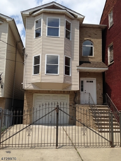 North Newark Multi Family Home For Sale: 102 Highland Ave