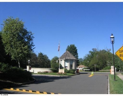 Edison Twp. Condo/Townhouse For Sale: 85 Gate House Ln