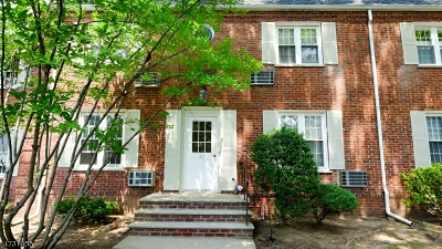 Cranford Twp. Condo/Townhouse For Sale: 36a Parkway Vlg