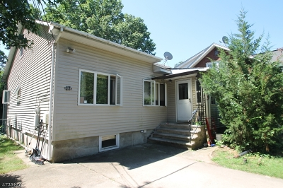 Single Family Home For Sale: 17 Maple Ave