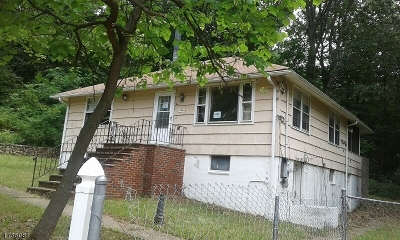 Single Family Home For Sale: 6 Byron Ave