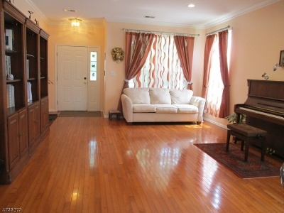 East Brunswick Twp. Single Family Home For Sale: 40 Devon Dr