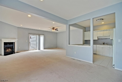 Parsippany Condo/Townhouse For Sale: 4 Summerhill Dr