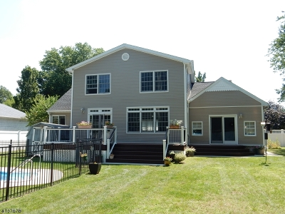 Single Family Home For Sale: 4 Hall Dr