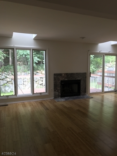 Parsippany Condo/Townhouse For Sale: 52 Edgefield Drive