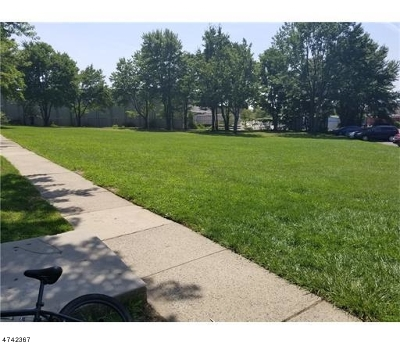 Edison Twp. Condo/Townhouse For Sale: 331 College Dr #331