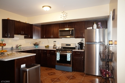 Elizabeth City Multi Family Home For Sale: 427-429 Morris Ave