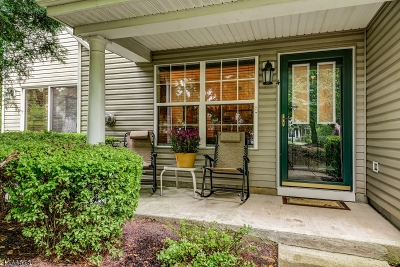 Bedminster Twp. Condo/Townhouse For Sale: 4 Heatherwood Ln