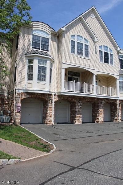 Livingston Twp. Condo/Townhouse For Sale: 206 Turlington Ct