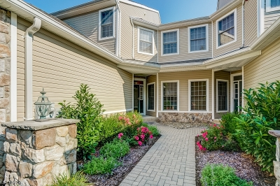 Livingston Twp. Condo/Townhouse For Sale: 6 Pebble Beach Dr