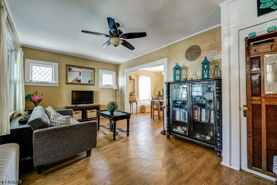 Maplewood Twp. Single Family Home For Sale: 104 Woodside Rd