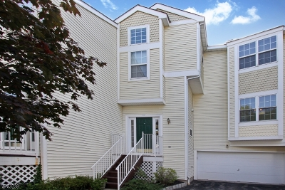 Hanover Twp. Condo/Townhouse For Sale: 1703 Rosemont Ln