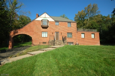 WATCHUNG Single Family Home For Sale: 77 East Drive